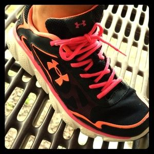 Under Armour 6Y/Womens 8 shoes